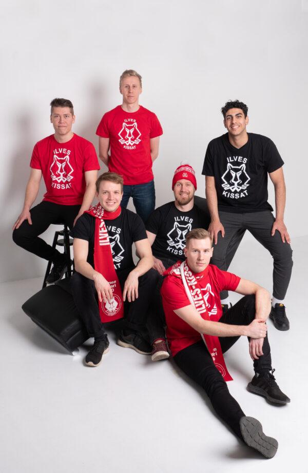 Ilves-Kissat T-paidat mustat ja punaiset